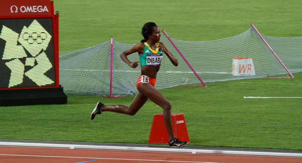 How does Tirunesh Dibaba run?