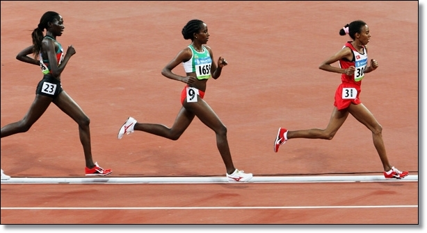Forefoot runners have a relaxed rearward leg swing and dont shuffle like heel strikers
