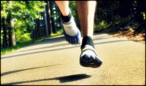 vibram_five_fingers_forefoot_strike_not_heel_running
