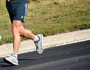 Increasing step rate in heel strike running