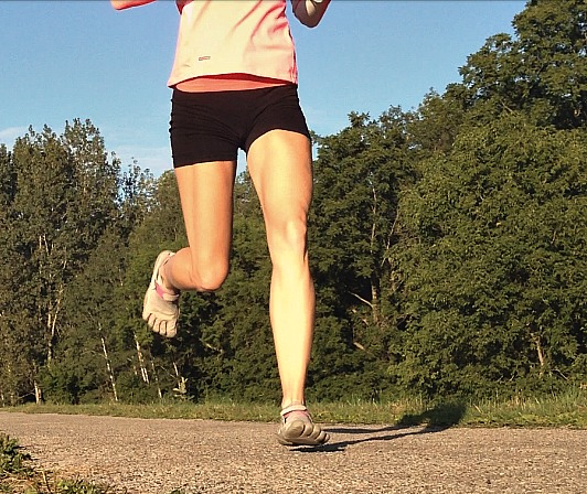 Thin running shoes better for forefoot running