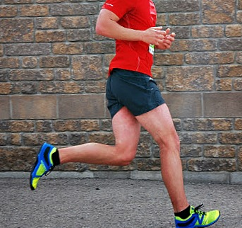 Running with a heel strike reduces leg stiffness and performance