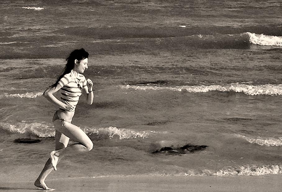 Barefoot running on beach dangerous?