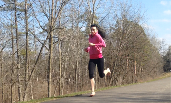 Knee Pain Injuries Reduced by Running Barefoot