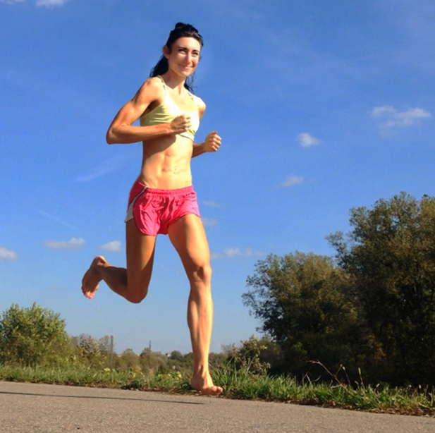 How Barefoot Running Helps Prevent Hip Tenderness