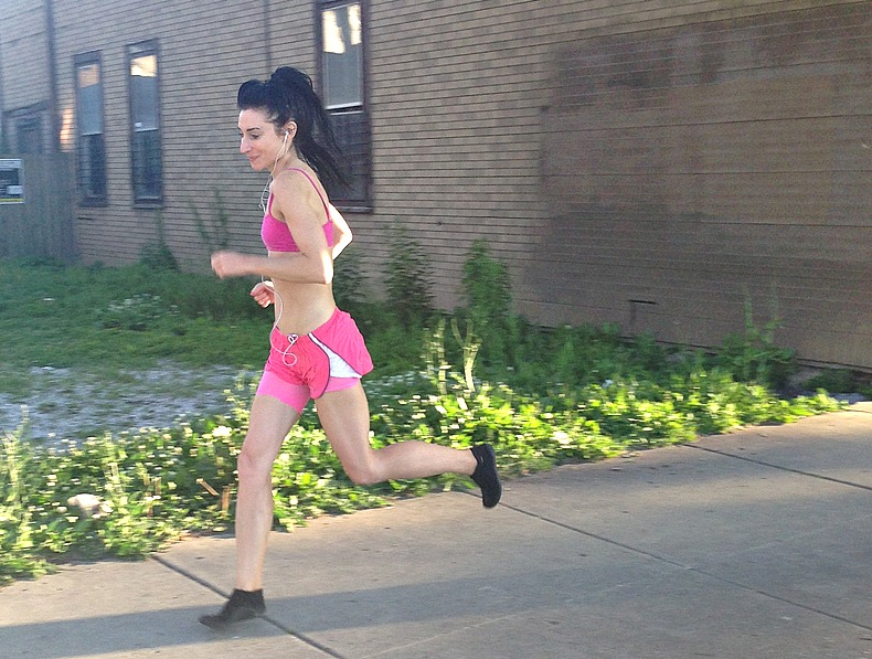 Best running form to avoid Achilles injury - forefoot running vs heel strike